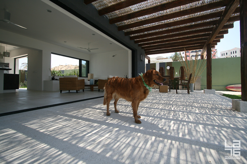 Casa gabion outdoor mixes with indoors la76 lifestyle for Indoor air design san jose ca
