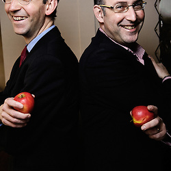 """Daniel et Emmanuel Dayan, qui ont cree le restaurant """"Pomze"""", pour Telerama Sortir. 109 boulevard Haussmann, Paris 8e. 2 mars 2009. Photo : Antoine Doyen"""