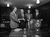 1981 - Taoiseach Meets Arctic Expedition.    (N63).