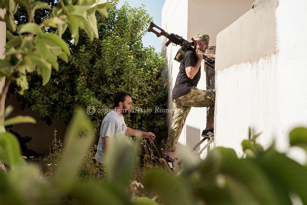 Libya: Fighters affiliated with Libya's Government of National Accord's (GNA) move inside 700 neighbourhood in Sirte. Alessio Romenzi