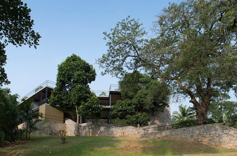 Siva &amp; Vasuki House. Digana. <br /> Architect: Shayan Kumaradas