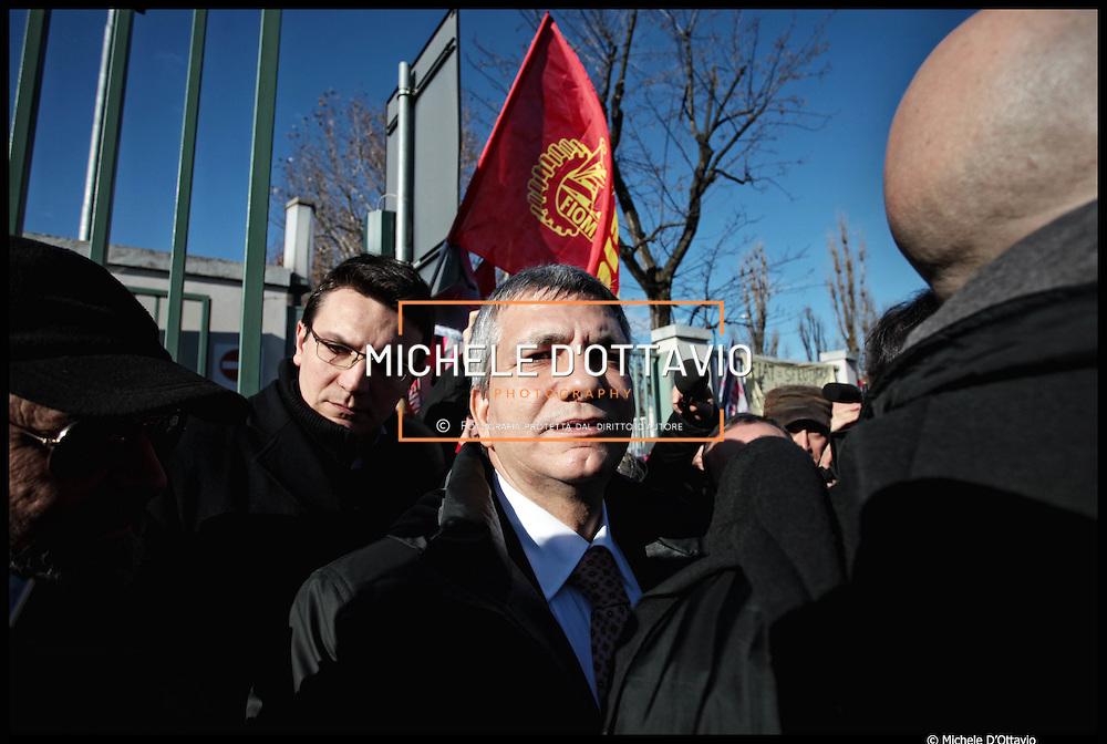 12 gennaio Torino, Nichi Vendola ai cancelli Fiat Mirafiori  e volantinaggio per il referendum sul nuovo contratto