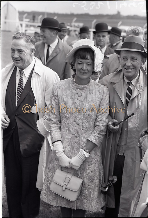 26/06/1965<br /> 06/26/1965<br /> 26 June 1965<br /> Irish Sweeps Derby at the Curragh Race Course, Co. Kildare. Image shows Mrs Frank McMahon and Bing Crosby joint owners of Derby winner &quot;Meadow Court&quot; after the race.