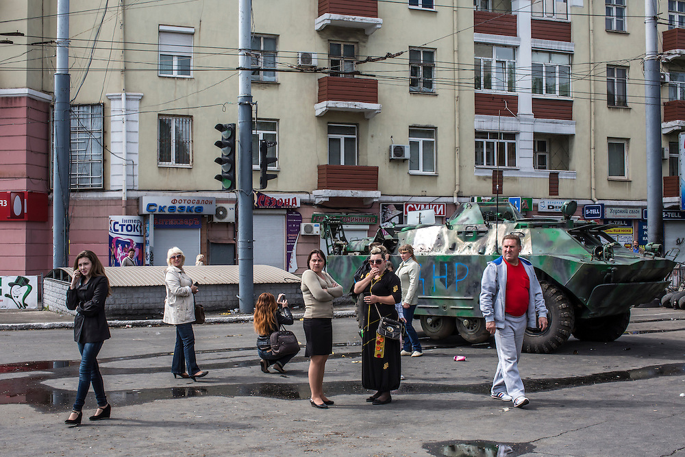 MARIUPOL, UKRAINE - MAY 12: People look at at an armored personnel carrier parked in the middle of the city after it was commandeered by pro-Russia activists on May 12, 2014 in Mariupol, Ukraine. Tensions in eastern Ukraine are high after a referendum was held on greater autonomy for the region from the central government in Kiev. (Photo by Brendan Hoffman/Getty Images) *** Local Caption ***