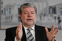 08 JAN 2007, BERLIN/GERMANY:<br /> Kurt Beck, SPD Parteivorsitzender und Ministerpraesident Rheinland-Pfalz, waehrend einem Interview, in seinem Buero, Willy-Brandt-Haus<br /> Kurt Beck, Party Leader of the Social Demicratic Party, during an interview, in his office, Willy-Brandt-Haus<br /> IMAGE: 20070108-01-018<br /> KEYWORDS: Ministerpr&auml;sident