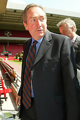 040524 Houllier leaves Liverpool