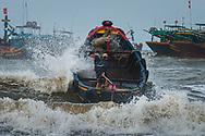 Vietnam Images-people-seaside-Vung tau. hoàng thế nhiệm