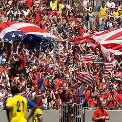The crowd erupts after the United States' Landon Donovan scored a goal during the second half of their international friendly soccer match against Ecuador in Tampa, Florida March 25, 2007. REUTERS/Scott Audette (UNITED STATES)