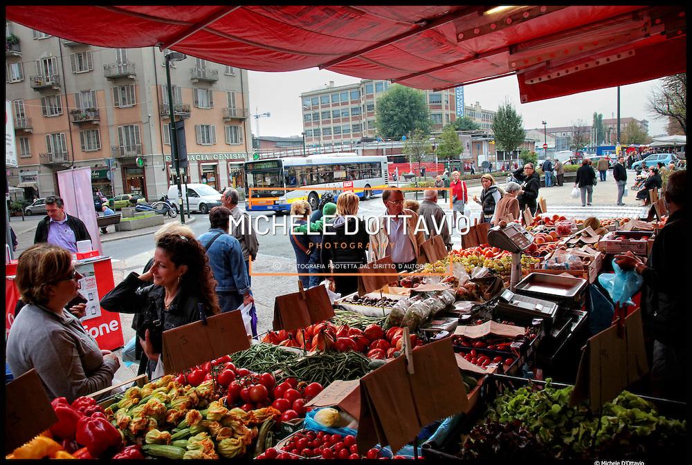 Torino, mercato di corso Racconigi nel quartiere San Paolo