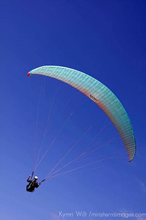 USA, California, San Diego. Torrey Pines Paraglider.