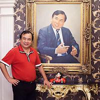 BEJING, JUNE 2013 : Multi -Millionaer Li Xiaohua in seinem Pekinger Penthouse vor einem Portrait, das ihn selbst zeigt. Li war China's erster Ferrari Fahrer und u.a. das Vorzeigesymbol fuer viele auslaendische Staatsgaeste. Li ist jetzt im Ruhestand und widmet sich hauptsaechlich dem Pekinger Elite Club, der von ihm gegruendet wurde.