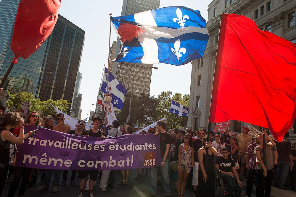 La traditionnelle manifestation du 22 de chaque mois a mobilisé des milliers de citoyens à moins de deux semaines des élections provinciales.