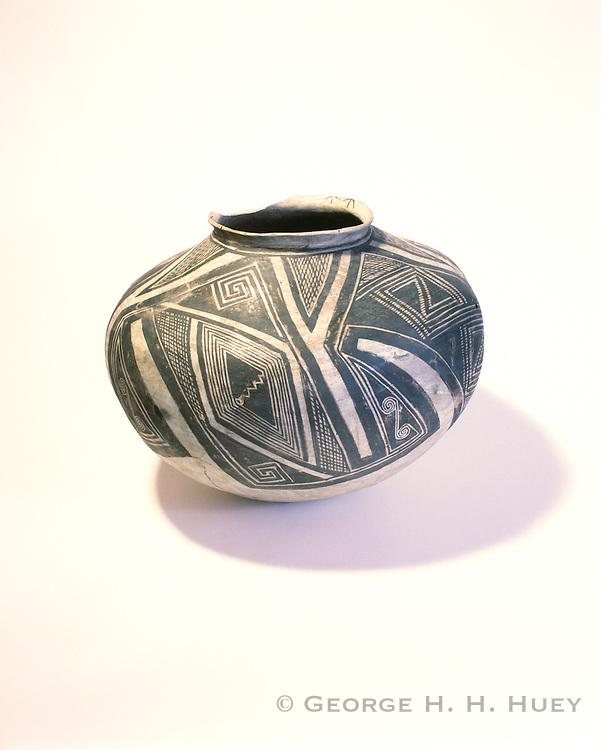 0111-1016B ~ Copyright: George H. H. Huey ~ Kayenta Black-on-white olla, ca. A.D. 1260-1300. Classic Kayenta Anasazi pottery. Navajo National Monument, Arizona.