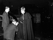 09/04/1961<br /> 04/09/1961<br /> 09 April 1961<br /> Opening of Thurles Drama Festival at Premier Hall Thurles, Co. Tipperary, organised by Muintir na T&iacute;re and Gael Linn.  The Archbishop of Cashel Thomas Morris arrives at the Hall.