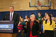 Mayor-Elect Bill de Blasio announces his appointment of Carmen Fari&ntilde;a, center, as Schools Chancellor at William Alexander Middle School in Park Slope, Brooklyn, NY on Monday, Dec. 30, 2013. At far right is Ursulina Ramierez, whom Fari&ntilde;a selected as her Chief of Staff.<br /> <br /> CREDIT: Andrew Hinderaker for The Wall Street Journal<br /> SLUG: NYSTANDALONE