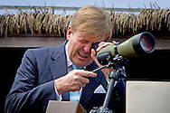 SHANGHAI - King Willem-Alexander of The Netherlands visit the Chongming Dongtan National Nature Reserve, area for birds, in Shanghai, China, 28 October 2015. The reserve is supported bu the WWF foundation. The King and Queen are in china for an 5 day state visit. COPYRIGHT ROBIN UTRECHT