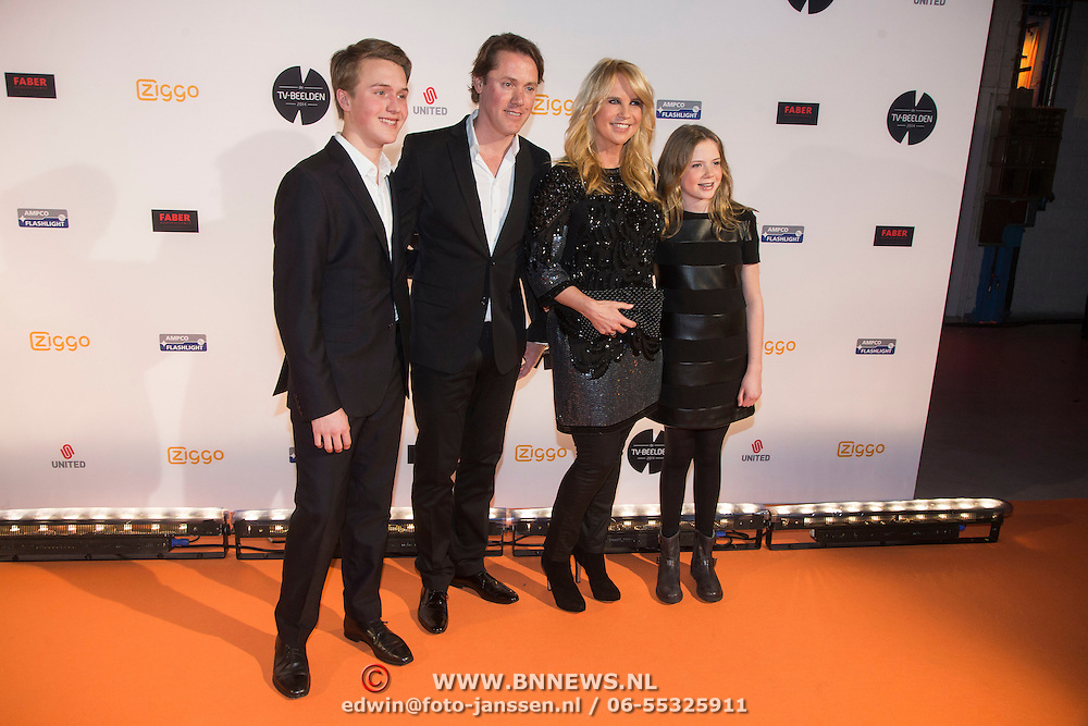 Photo of Linda De Mol & her Mother  Julian Vahle