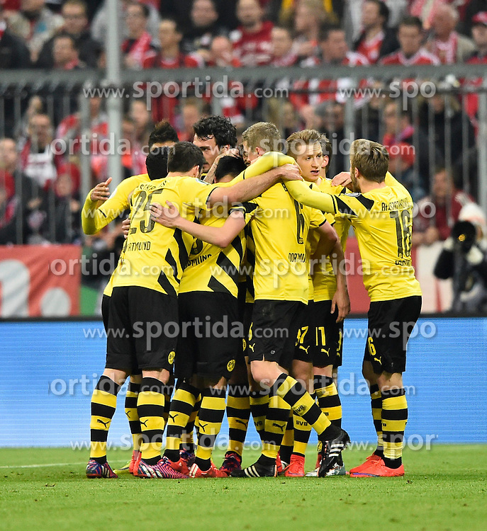 28.04.2015, Allianz Arena, Muenchen, GER, DFB Pokal, FC Bayern Muenchen vs Borussia Dortmund, Halbfinale, im Bild TOR zum 1:1 Ausgleich durch Pierre-Emerick Aubameyang BVB Borussia Dortmund Torjubel, Jubel, Freude, Emotion // during German DFB Pokal semifinal match between FC Bayern Munich and Borussia Dortmund at the Allianz Arena in Muenchen, Germany on 2015/04/28. EXPA Pictures &copy; 2015, PhotoCredit: EXPA/ Eibner-Pressefoto/ Weber<br /> <br /> *****ATTENTION - OUT of GER*****