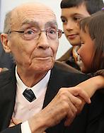 Portuguese Nobel writer Jose Saramago with his great grandchildren during a homage from saramago's home village Azinhaga (Goleg&Atilde;&pound;)<br /> Foto Paulo Cunha
