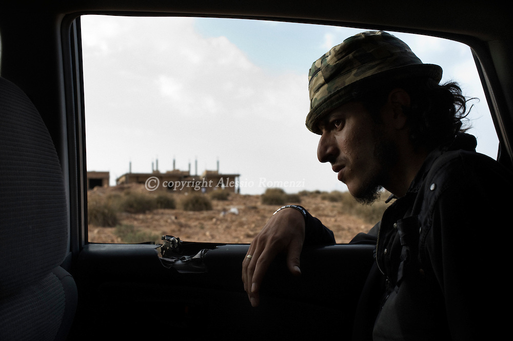 LIBYAN ARAB JAMAHIRIYA, Gualish : A Libyan rebel fighter leaves the front line by near the southwest desert hamlet of Gualish as rebels repel an attack from forces loyal to Moamer Kadhafi aimed at capturing the city.ALESSIO ROMENZI