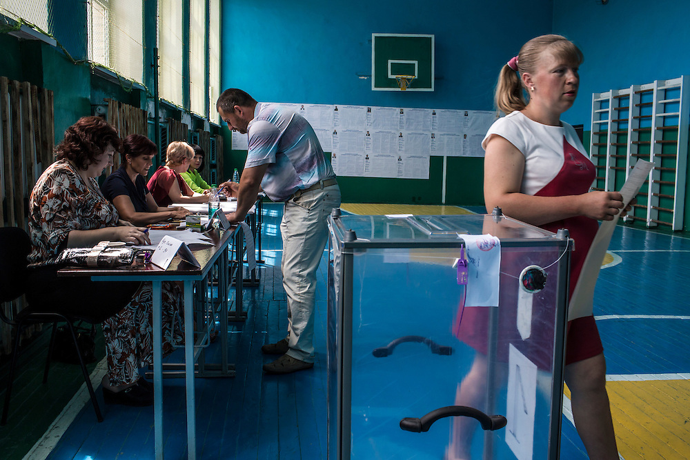 ULYANOVKA, UKRAINE - MAY 25: People at a polling station prepare to cast their ballots in Ukraine's presidential election on May 25, 2014 in Ulyanovka, Ukraine. The elections are widely viewed as crucial to taming instability in the eastern part of the country. (Photo by Brendan Hoffman/Getty Images) *** Local Caption ***