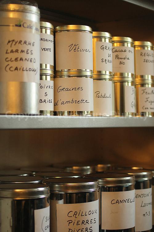 Raw material for fine fragrances. Les bocaux de matieres premieres pour la parfumerie fine.