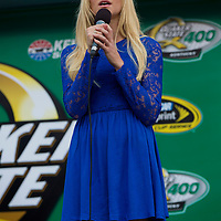 Concert - Laura Bell Bundy National Anthem NASCAR Quaker State 400 Sparta, Ky