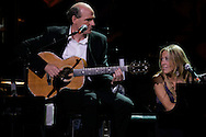 Singers James Taylor and Sheryl Crow(R)  perform during the Rainforest Foundation's benefit concert in New York May 19, 2006. Photo by Keith Bedford