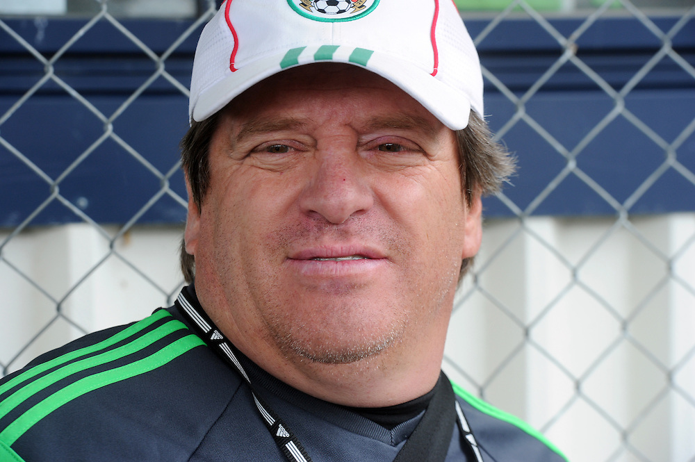 Mexico Football coach Miguel Herrera at the teams first training run at Dave Farrington Park, Miramar after their arrival for the FIFA World Cup qualifier match against New Zealand on Wednesday, Wellington, New Zealand, Sunday, November 17, 2013. Credit:SNPA / Ross Setford