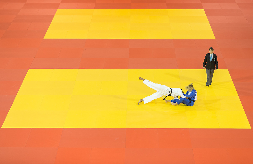 Rafaela Silva (L) of Brazil pushes Gabriela Narvaez of Argentina during their 1/4 final contest in the 57kg class at the 2015 Pan American Games in Toronto, Canada, July 12,  2015.  AFP PHOTO/GEOFF ROBINS
