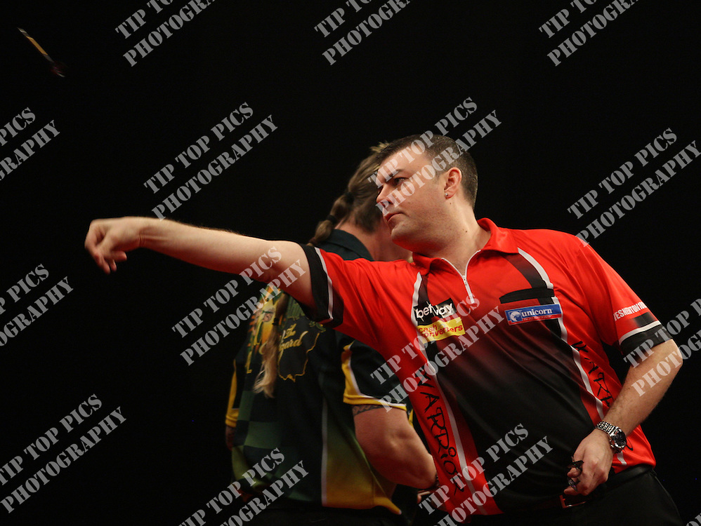 PREMIER LEAGUE DARTS 2014, WES NEWTON,SIMON WHITLOCK, PIC:CHRIS SARGEANT, DUBLIN, 02,