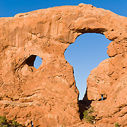 Turret Arch is comprised of the Slick Rock member of Entrada Sandstone on top of the red-brown. or chocolate-brown marker beds of the Dewey .Bridge member, in Arches National Park, Utah, USA.