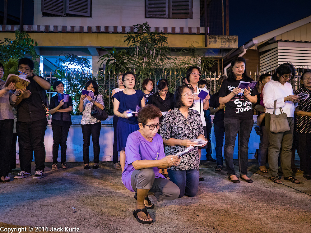 25 MARCH 2016 - BANGKOK, THAILAND:  People pray during Good Friday observances at Santa Cruz Church in Bangkok. Santa Cruz was one of the first Catholic churches established in Bangkok. It was built in the late 1700s by Portuguese soldiers allied with King Taksin the Great in his battles against the Burmese who invaded Thailand (then Siam). There are about 300,000 Catholics in Thailand, in 10 dioceses with 436 parishes. Good Friday marks the day Jesus Christ was crucified by the Romans and is one of the most important days in Catholicism and Christianity.      PHOTO BY JACK KURTZ