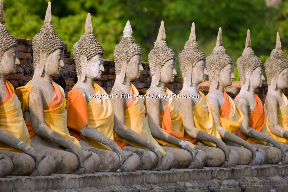 Ayuthaya, Thailand, April 2007. buddhists come to pray at Wat Phanang Choeng. Once the Siamese royal capital, Ayuthya is home to some of thailands best known ancient buddhist temples. The ruins of many temples are even today an impressive sight. Photo by Frits Meyst/Adventure4ever.com