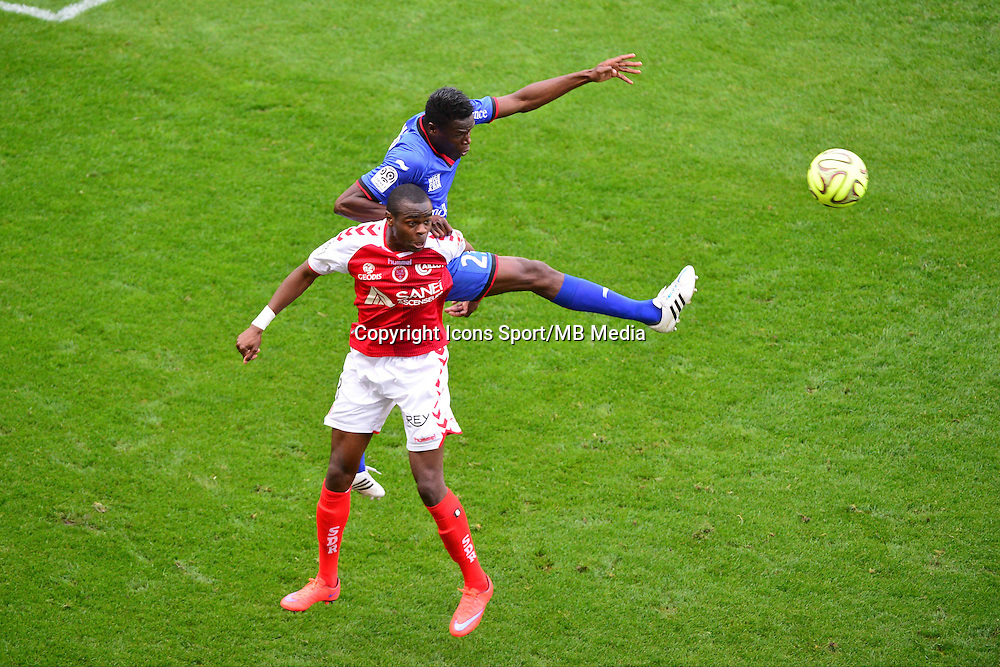 Prince ONIANGUE / Romain GENEVOIS - 12.04.2015 - Reims / Nice - 32eme journee de Ligue 1 <br />Photo : Dave Winter / Icon Sport