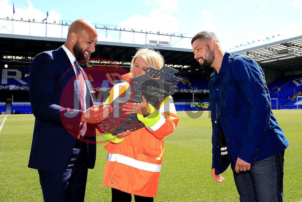 Everton's Tim Howard is presented with a plaque from the Everton stewards as boxer Tony Bellew takes a look - Mandatory byline: Matt McNulty/JMP - 15/05/2016 - FOOTBALL - Goodison Park - Liverpool, England - Everton v Norwich City - Barclays Premier League