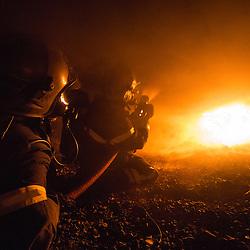 Stage incendie au Fort de Domont.  R&eacute;alisation de br&ucirc;lages contr&ocirc;l&eacute;s &agrave; des fins d'&eacute;tude du feu et de formation aux techniques d'extinction des sapeurs-pompiers.  <br /> Octobre 2016 / Domont (95) / FRANCE<br /> Voir le reportage complet (80 photos) http://sandrachenugodefroy.photoshelter.com/gallery/2016-10-Stage-Feu-au-Fort-de-Domont-Complet/G00004jmSqrpwgog/C0000yuz5WpdBLSQ