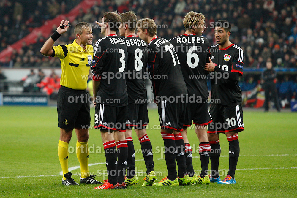 27.11.2013, BayArena, Leverkusen, GER, UEFA CL, Bayer Leverkusen vs Manchester United, Gruppe A, im Bild Stefan Reinartz #3 (Bayer 04 Leverkusen), Lars Bender #8 (Bayer 04 Leverkusen), Stefan Kiessling #11 (Bayer 04 Leverkusen), Simon Rolfes #6 (Bayer 04 Leverkusen), 10 lev bilden eine Mauer // during UEFA Champions League group A match between Bayer Leverkusen vs Manchester United at the BayArena in Leverkusen, Germany on 2013/11/28. EXPA Pictures &copy; 2013, PhotoCredit: EXPA/ Eibner-Pressefoto/ Grimme<br /> <br /> *****ATTENTION - OUT of GER*****