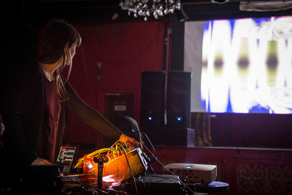 SIGHTINGS, La Sala Rossa, Mardi 21 octobre 2014. Sightings: Sabrina Ratt&eacute;, Roger Tellier-Craig<br /> Leyla Majeri, Katherine Kline<br /> Beneath the Remains of my Bedroom: Jacinthe Loranger.