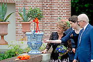 7-6-2016 APELDOORN - Princess Margriet and Professor Pieter van Vollenhoven perform Friday, June 17th in the gardens of the museum Het Loo Palace in Apeldoorn, the opening of the exhibition 'Blue &amp; Fur, Delftware in the palace gardens. Princess Margriet and Professor Pieter van Vollenhoven perform Friday, June 17th in the gardens of the museum Het Loo Palace in Apeldoorn, the opening of the exhibition 'Blue &amp; Fur, Delftware in the palace gardens. In the summer season in the gardens of the museum Palace Het Loo 45 Specialty see Delft blue vases. The vases are made for example of three existing originals, created in the 17th century for the first inhabitants of Het Loo Palace, King-William III and Queen Mary. Of the original vases on Het Loo are left only fragments. Across Europe obsolete three original royal vases, which served as a model for making the replicas. Delftware vases were in the 17th century exclusive eye-catchers in many baroque gardens. They were then filled with exotic plants and orange trees and pineapple plants.<br /> COPYRIGHT ROBIN UTRECHT 17-6-2016 APELDOORN - Prinses Margriet en Pieter van Vollenhoven tijdens de opening van de tentoonstelling Blauw &amp; Bont, Delfts blauw in de paleistuinen op Paleis Het Loo.  Prinses Margriet en prof.mr. Pieter van Vollenhoven verrichten vrijdag 17 juni in de tuinen van museum Paleis Het Loo in Apeldoorn de opening van de tentoonstelling 'Blauw &amp; Bont, Delfts blauw in de paleistuinen&rsquo;. Prinses Margriet en prof.mr. Pieter van Vollenhoven verrichten vrijdag 17 juni in de tuinen van museum Paleis Het Loo in Apeldoorn de opening van de tentoonstelling 'Blauw &amp; Bont, Delfts blauw in de paleistuinen&rsquo;. In het zomerseizoen zijn in de tuinen van museum Paleis Het Loo 45 bijzondere Delfts blauwe vazen te zien. De vazen zijn vervaardigd naar voorbeeld van drie nog bestaande originelen, die in de 17e eeuw zijn gemaakt voor de eerste bewoners van Paleis Het Loo, Koning-stadhouder Willem III en Ko