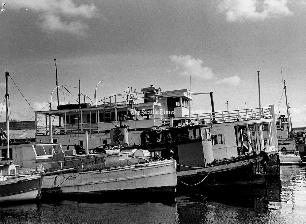 """ake Union, with its wild mixture of rusting boats, industry, quacking ducks and the old Gas Works sticking up like a sore thumb, formed the common bond of the live-aboard. Sometimes banned by marina owners, looked upon as slightly """"kooky"""" by landlubbers and considered less stable than house-boaters, they wouldn't want to live any other way. (Roy Scully / The Seattle Times)"""