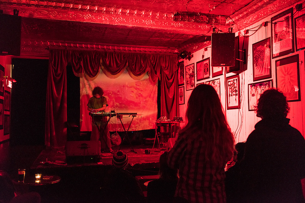 WEIRDING MODULE (NEW YORK)<br /> CASA DEL POPOLO, Vendredi 16 octobre 2015. Visuel Londa Viki Karty.