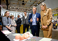 EINDHOVEN - Koningin Maxima in gesprek met ontwerpers tijdens haar bezoek aan de Dutch Design Week. 25-10-2016 Eindhoven Queen Maxima during her visit at the Dutch Design Week, DDW, in Eindhoven.<br /> Theme for the 15th Dutch Design Week is &lsquo;The making of&rsquo;.<br /> 2500 national and international designers showing their latest work and the best of what design has to offer.<br /> DDW is different from other design events, because it concentrates on the designs of the future.<br /> Exceptional attention each year goes to work and development of young talent. copyright robin utrecht