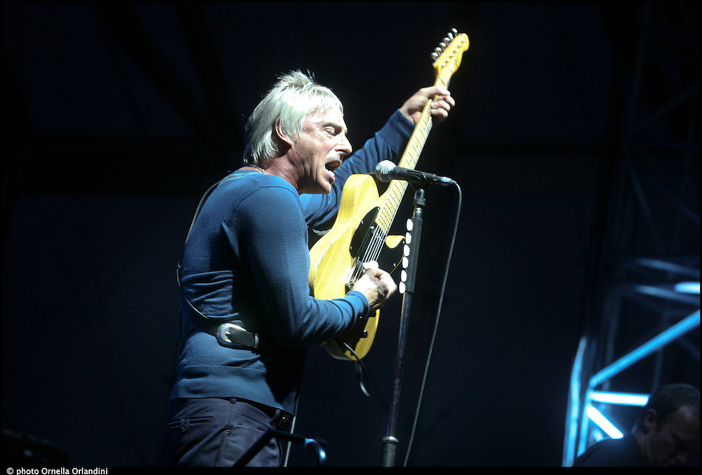 Venaria Reale (Torino), 15 luglio 2010. Paul Weller in concerto alla Reggia di Venaria per il Traffic free music festival. Venaria Reale (Turin), 15th of july 2010. Paul Weller in concert at Venaria's castel to Traffic free music festival.