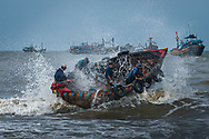 Vietnam Images-people-fine art-fish market-Vung Tau.