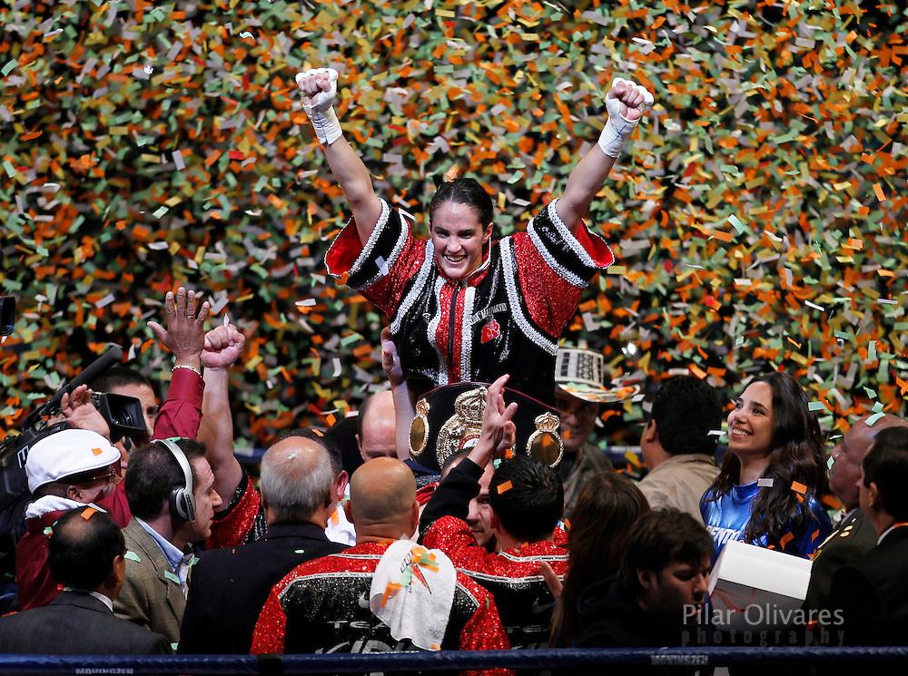 Peru's WBA female super featherweight champion Kina Malpartida (C) celebrates after winning against Colombia's Liliana Palmera in Lima June 26, 2010. REUTERS/Pilar Olivares (PERU - Tags: SPORT BOXING)