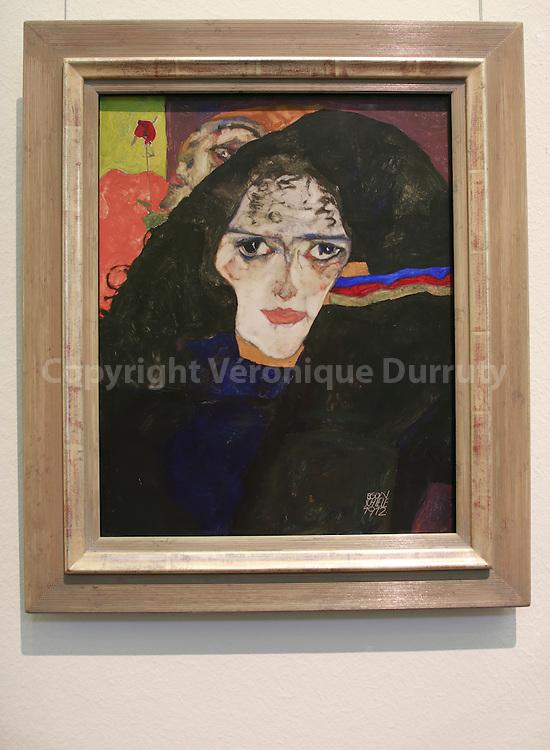 Egon Schiele, Trauernde Frau, 1912, ( mourning woman ) , Leopold Museum, Vienna, Austria // Egon Schiele, Trauernde Frau, 1912, Musee Leopold, Vienne, Autriche