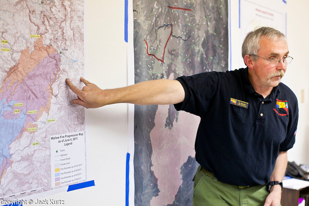 """04 JUNE 2011 - EAGAR, AZ: Joe Reinarz (CQ) commander of the Type I team battling the Wallow Fire briefs AZ Governor Jan Brewer Saturday. The fire grew to more than 140,000 acres early Saturday with zero containment. A """"Type I"""" incident command team has taken command of the fire.  PHOTO BY JACK KURTZ"""