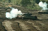 09 OCT 1995, MUNSTER/GERMANY:<br /> Kampfpanzer LEOPARD 2 der Bundeswehr, w&auml;hrend einer Lehrvorf&uuml;hrung der Panzertruppenschule Munster<br /> Tank LEOPARD 2 of the German Federal Armed Forces, during a trainig performance<br /> IMAGE: 19951009-01/01-08<br />  <br />  <br />  <br /> KEYWORDS: Streikr&auml;fte, army, Waffen, wappon, Panzer