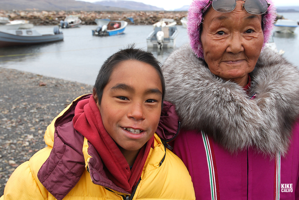 Inuit family. Coastal Inuit community of Arctic Bay. Lancaster Sound. HIgh Arctic. Baffin Island.